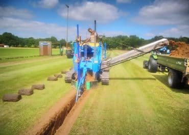Drainage pipe laying with trench cutters from LIBA