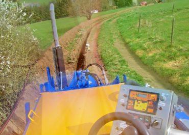 Leitungsbau glasfaser schacht fräsen